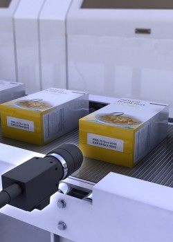 视觉系统检查制药包装上日期是否正确。