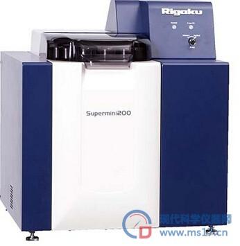 Supermini 200: 世界第一高功率台式波长色散型X射线荧光光谱仪 低检出限和卓越的能量分辨是波长色散型XRF技术的标志。传统高功率WDXRF虽然提供了低检出限和能量分辨,但需要高耗费和特殊安装要求。 操作简单 2001年理学首推台式WDXRF代表了现代工业模式的转变,它即具有大WDXRF的优势又极大的降低了费用,安装也变得方便。